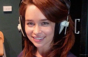 Emilia Clarke grabando su participación en Futurama