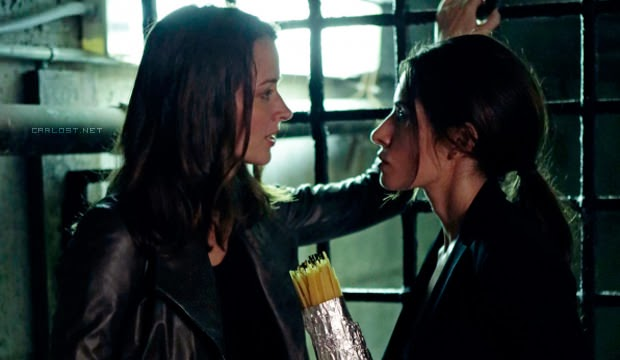 Root (Amy Acker) y Shaw (Sarah Shahi) en Person of Interest 3x06