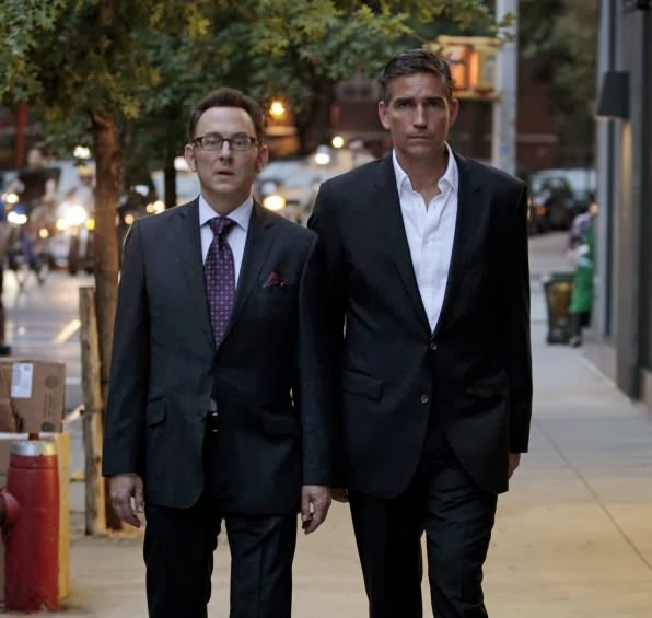 Harold Finch (Michael Emerson) y John Reese (Jim Caviezel) en Person of Interest 3.06