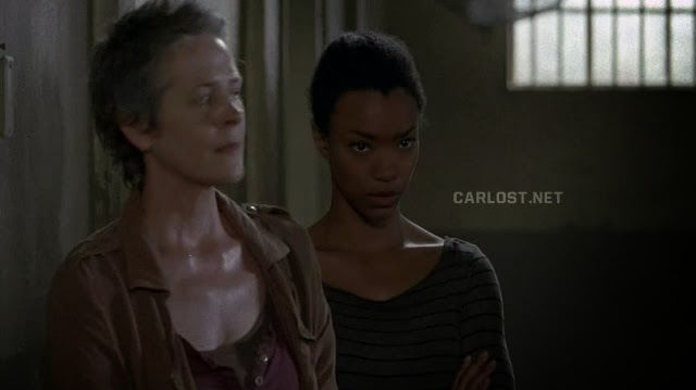 Sasha con cara de odio en The Walking Dead 4x02
