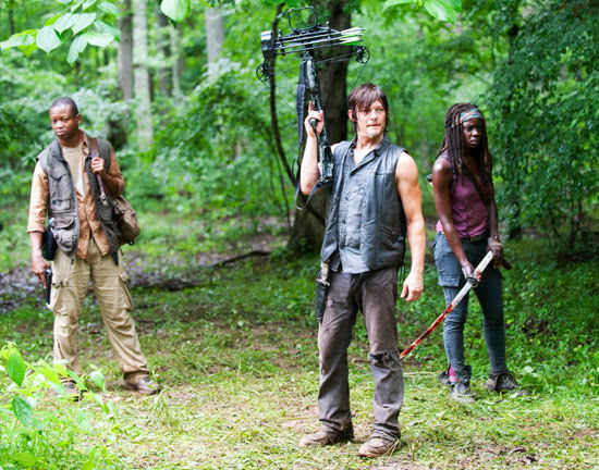 Bob, Daryl y Michonne en The Walking Dead 4x03 Isolation