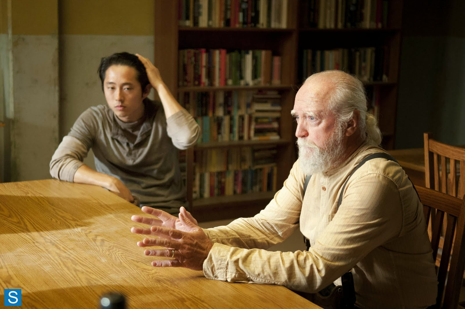 Glenn y Hershel en el Consejo en The Walking Dead 4x03 Isolation
