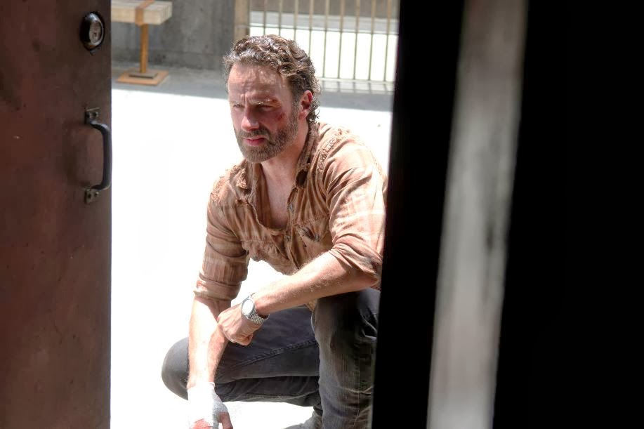 Rick Grimes y su mano vendada en The Walking Dead 4x03 Isolation