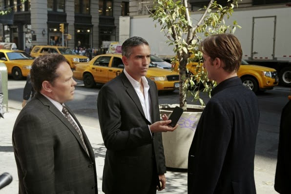 Kevin Chapman (Detective Fusco), Jim Caviezel (John Reese) y Aaron Staton (Hayden Price) en Person of Interest 3x07