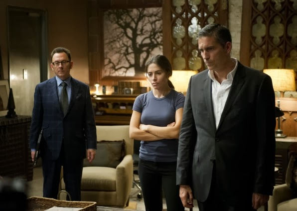 Harold Finch (Michael Emerson), Shaw (Sarah Shahi) y John Reese (Jim Caviezel) en Person of Interest 3x07