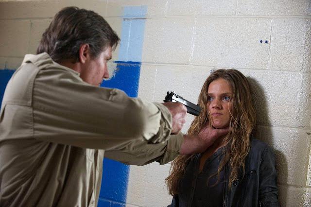 Charlie Matheson (Tracy Spiridakos) en Revolution 2x09