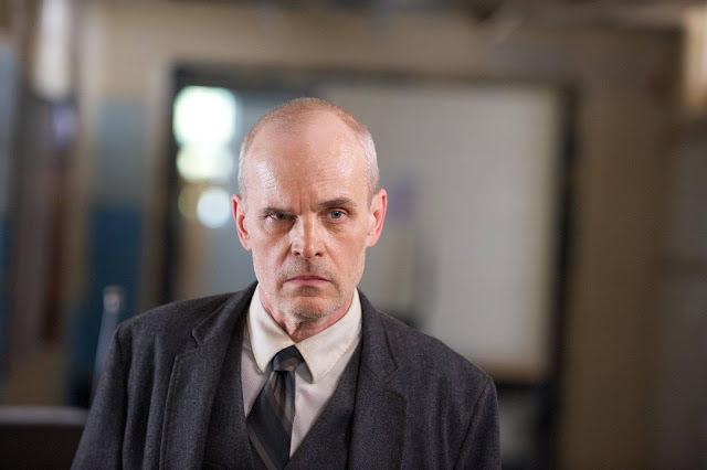 Dr. Horn (Zeljko Ivanek) en Revolution 2x09