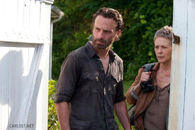 Rick Grimes (Andrew Lincoln) y Carol (Melissa McBride) en The Walking Dead 4.04 Indifference