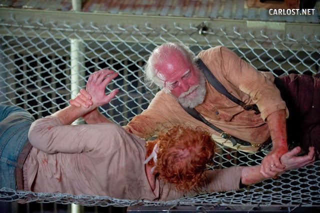 Hershel (Scott Wilson) luchando por vivir en The Walking Dead 4x05 Internment (Internamiento)