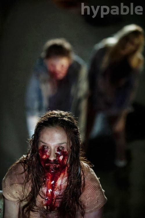 Walkers en la prisión, en The Walking Dead 4x05 Internment (Internamiento)