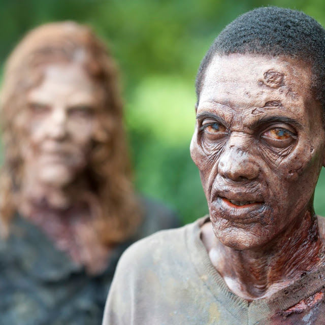 Walkers en The Walking Dead 4x06 Live Bait