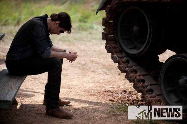 El Gobernador y su tanque en The Walking Dead 4x07