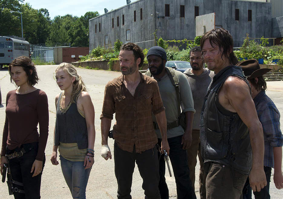 El grupo de la prisión en The Walking Dead 4x08 Too Far Gone