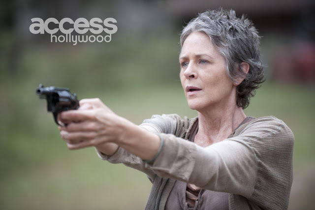 Carol Peletier (Melissa McBride) con una pistola en The Walking Dead 4x14 The Grove