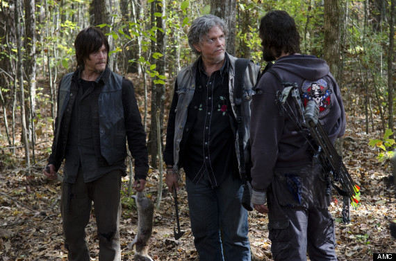 Daryl Dixon (Norman Reedus) , Joe (Jeff Kober) y Len (Marcus Hester) en The Walking Dead Temporada 4 Capitulo 15 Us