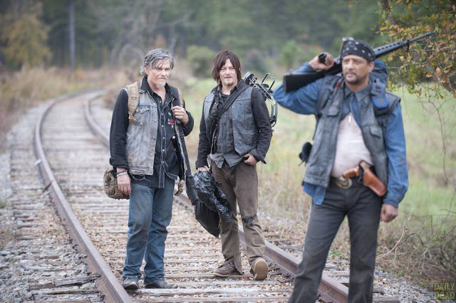 Joe (Jeff Kober), Daryl Dixon (Norman Reedus) y Tony (Davi Jay) en The Walking Dead 4x15 Us