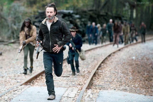 Michonne (Danai Gurira), Rick Grimes (Andrew Lincoln) y  Carl Grimes (Chandler Riggs) en The Walking Dead 4x16 A Season Finale