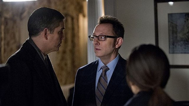 John Reese (Jim Caviezel), Harold Finch (Michael Emerson) y Shaw (Sarah Shahi) en Person of Interest 3x20 Death Benefit