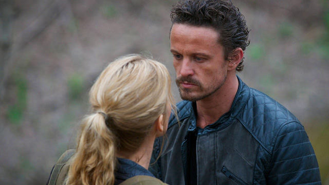 Rachel Matheson (Elizabeth Mitchell) y Sebastian Monroe (David Lyons) en Revolution 2x19