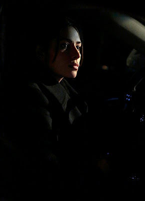 Shaw (Sarah Shahi) en Person of Interest 3x20 Death Benefit