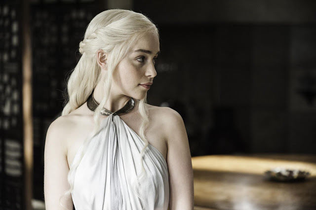 Daenarys Targaryen (Emilia Clarke) en Game of Thrones 4x05 First of His Name