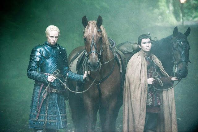 Brienne (Gwendoline Christie) y Pod (Daniel Portman) en Game of Thrones 4.07 Mockingbird