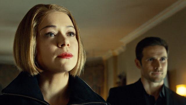 Rachel (Tatiana Maslany) y Paul (Dylan Bruce) en Orphan Black 2x07