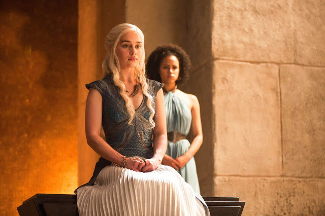 Daenerys Targaryen (Emilia Clarke) en Game of Thrones S04E08