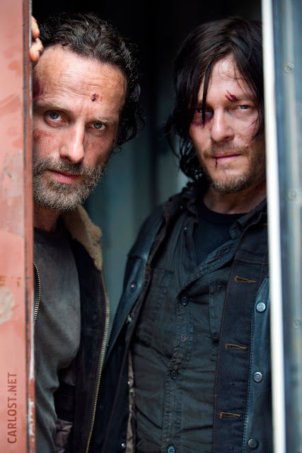 Rick Grimes (Andrew Lincoln) y Daryl Dixon (Norman Reedus) en The Walking Dead 5x01