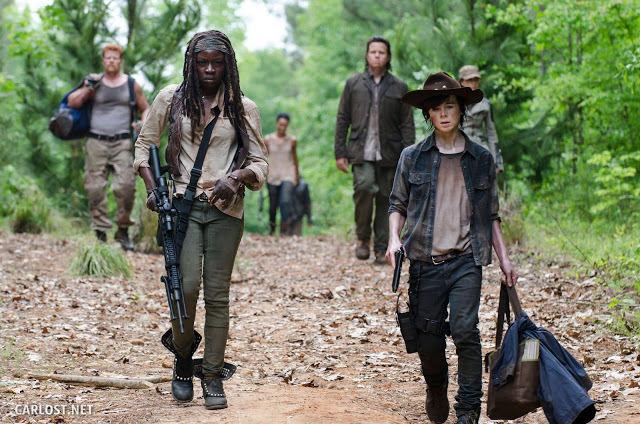 Abraham (Michael Cudlitz), Michonne (Danai Gurira), Dr. Eugene Porter (Josh McDermitt) y Carl Grimes (Chandler Riggs) en The Walking Dead Temporada 5 Episodio 2 Strangers