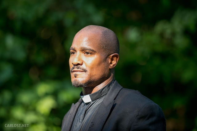 El Padre Gabriel (Seth Gilliam) en The Walking Dead 5x02 Strangers