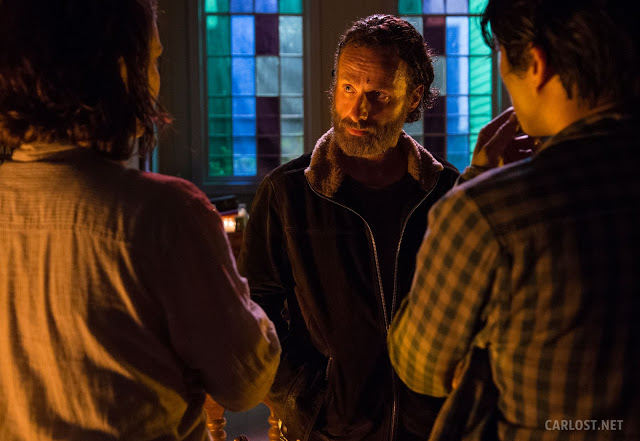 Maggie Greene (Lauren Cohan), Rick Grimes (Andrew Lincoln) y Glenn Rhee (Steven Yeun) en The Walking Dead Temporada 5 Capítulo 3 Four Walls and a Roof