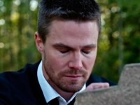 Oliver Queen (Stephen Amell) en Arrow 4x10 Blood Debts (Promos)
