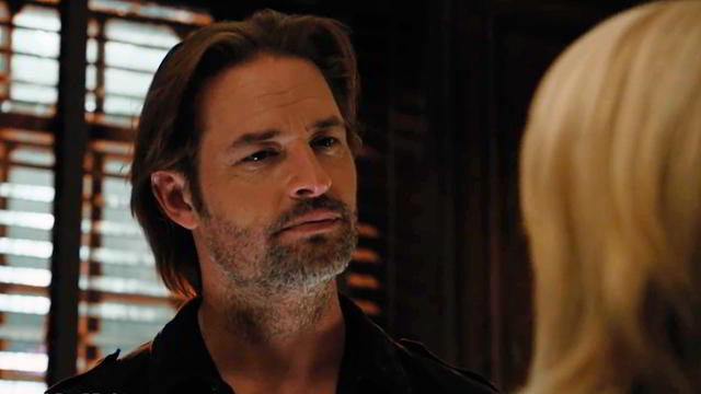 Josh Holloway en Colony 1x02 Brave New World