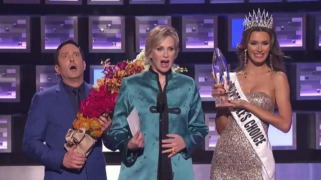 Miss Colombia parodiada en los People's Choice Awards 2016