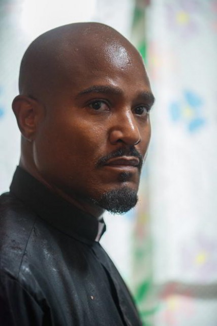 Padre Gabriel (Seth Gilliam) en The Walking Dead 6x09 No Way Out
