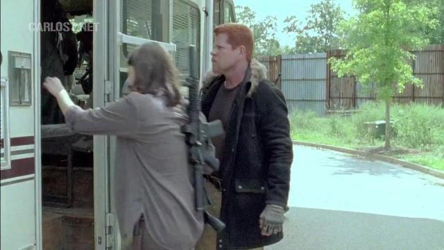 (Spoiler) Abraham y Maggie subiendo a la casa rodante en The Walking Dead 6x11 Knots Untie