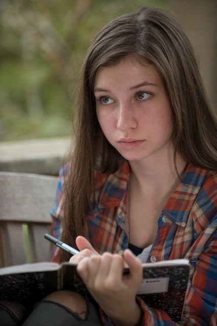 Katelyn Nacon como Enid en The Walking Dead 6x10