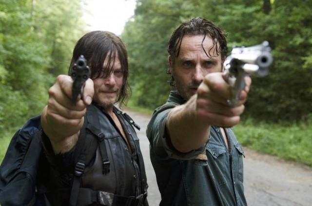 Andrew Lincoln como Rick Grimes y Norman Reedus como Daryl Dixon en The Walking Dead 6x10
