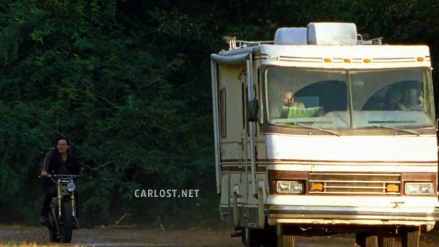 The Walking Dead Temporada 7: Noticias,Fotos y Spoilers. - Página 15 Spoiler-The-Walking-Dead-7x15-Carlost-TWD-715-Opening-640x360