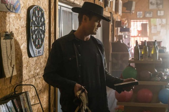 Fear The Walking Dead 4x05 - Garret Dillahunt como John Dorie