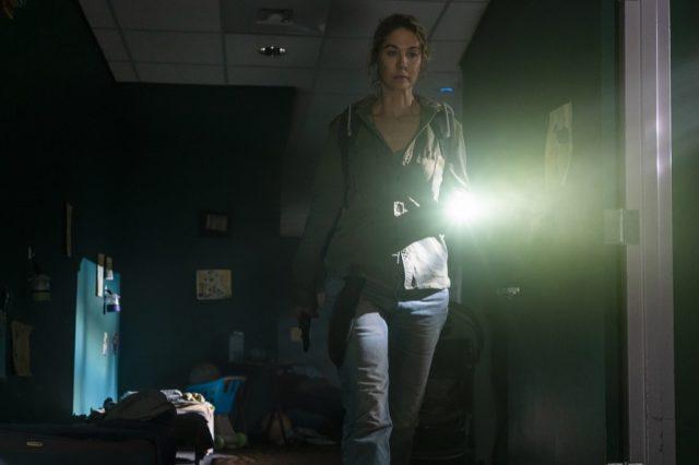 FearTWD S04E06 - Jenna Elfman como Naomi