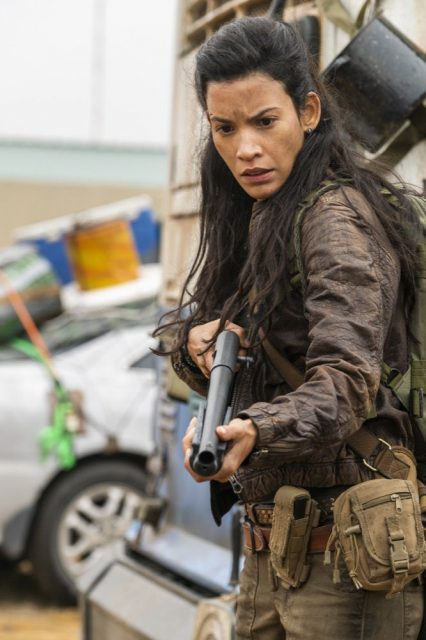 Fear The Walking Dead 4×07 – Danay Garcia como Luciana