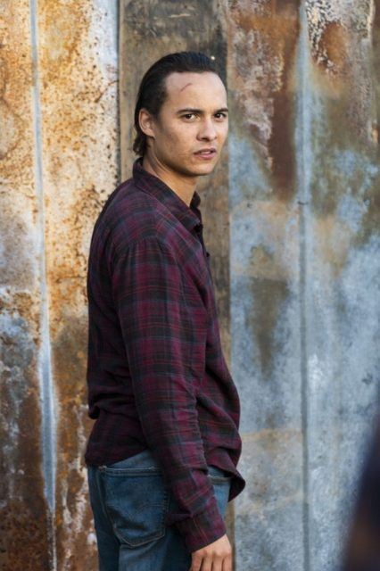 Fear The Walking Dead 4×07 – Frank Dillane como Nick Clark
