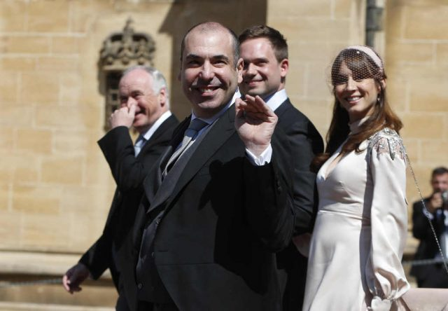 Rick Hoffman, Patrick J. Adams y Troian Bellisario en la boda de Meghan Markle y el príncipe Harry