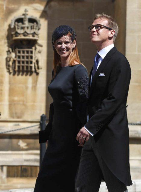 Sarah Rafferty y su esposo Santtu Seppälä en la boda de Meghan Markle y el príncipe Harry