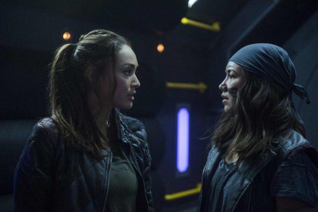 The 100 5×03 - Raven (Lindsey Morgan) y Emori (Luisa d'Oliveira)