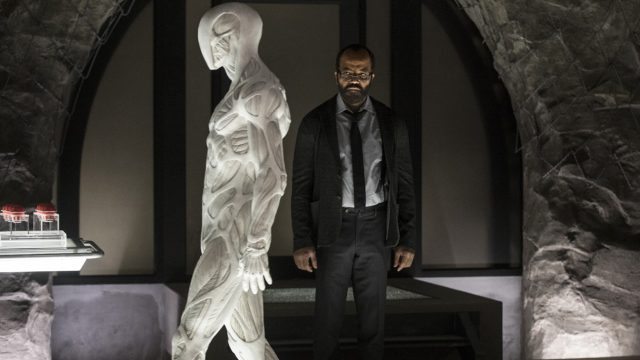 Westworld 2x04 - Jeffrey Wright como Bernard
