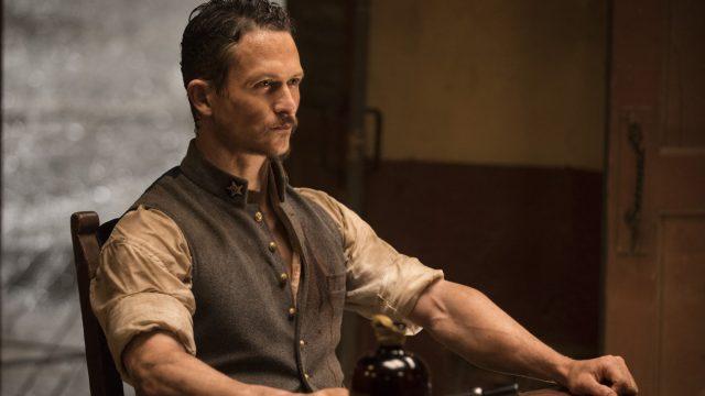 Westworld 2x04 - Jonathan Tucker como el comandante Craddock