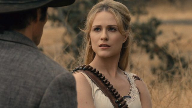 Westworld 2x05 - James Marsden como Teddy y Evan Rachel Wood como Dolores Abernathy